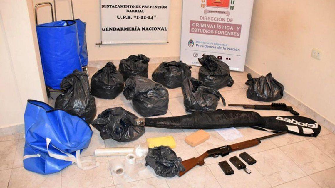 Hallan armas, droga y dinero en un operativo en el barrio 1.11.14