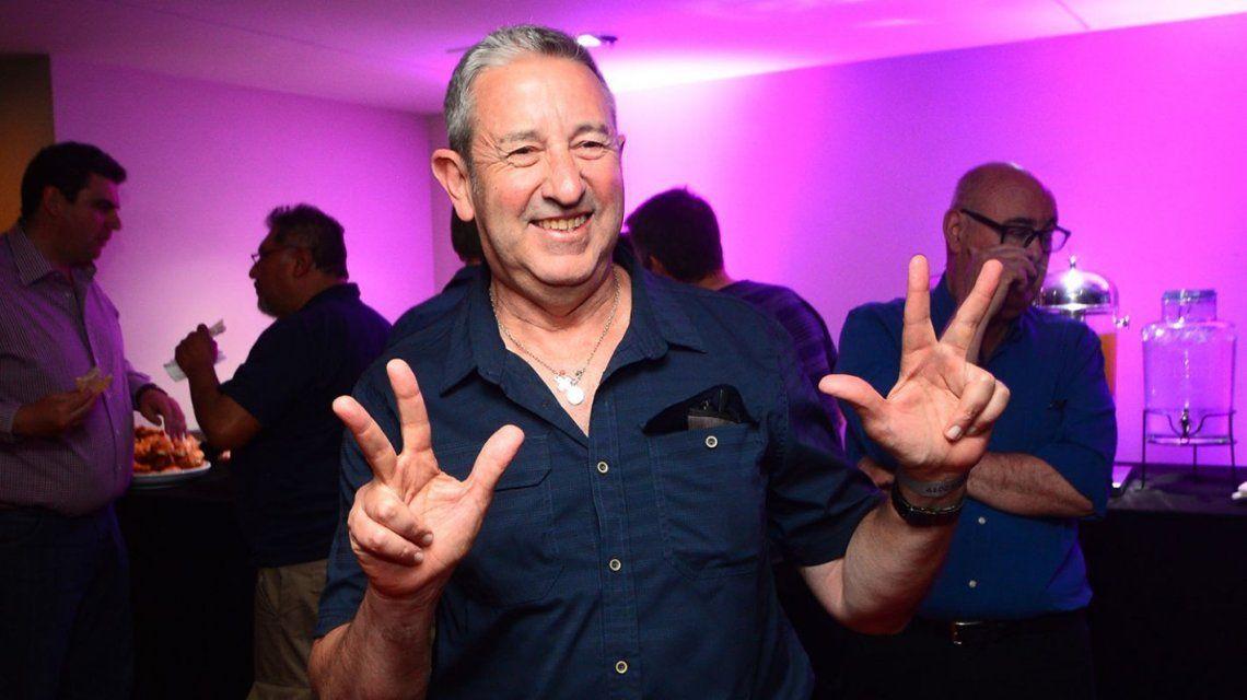Julio Cobos anunció por las redes que volverá a ser padre a los 65 años