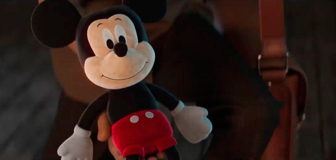 El muñeco de Mickey Mouse vintage que promociona Disney