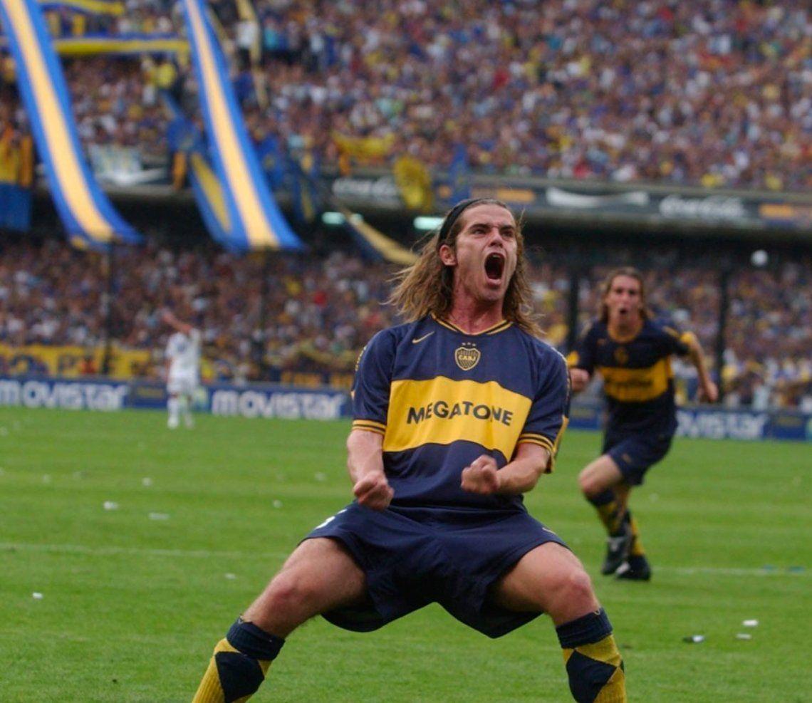 Su primer gol en Primera. Golazo contra Vélez el 1° de octubre del 2006