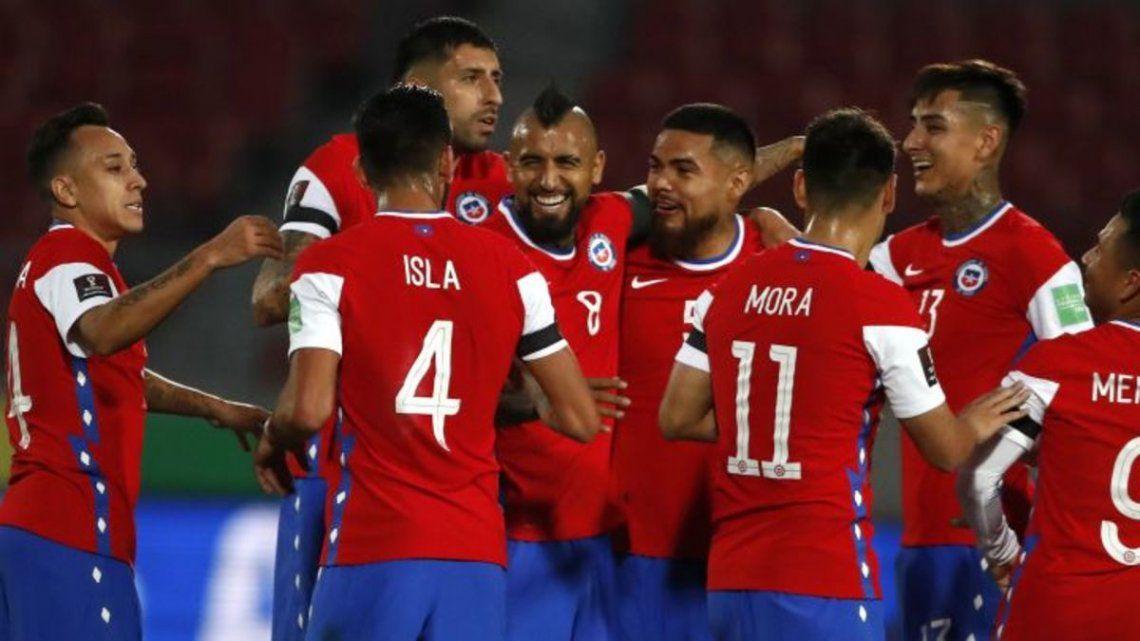 Chile venció a Perú y se acomoda en la tabla