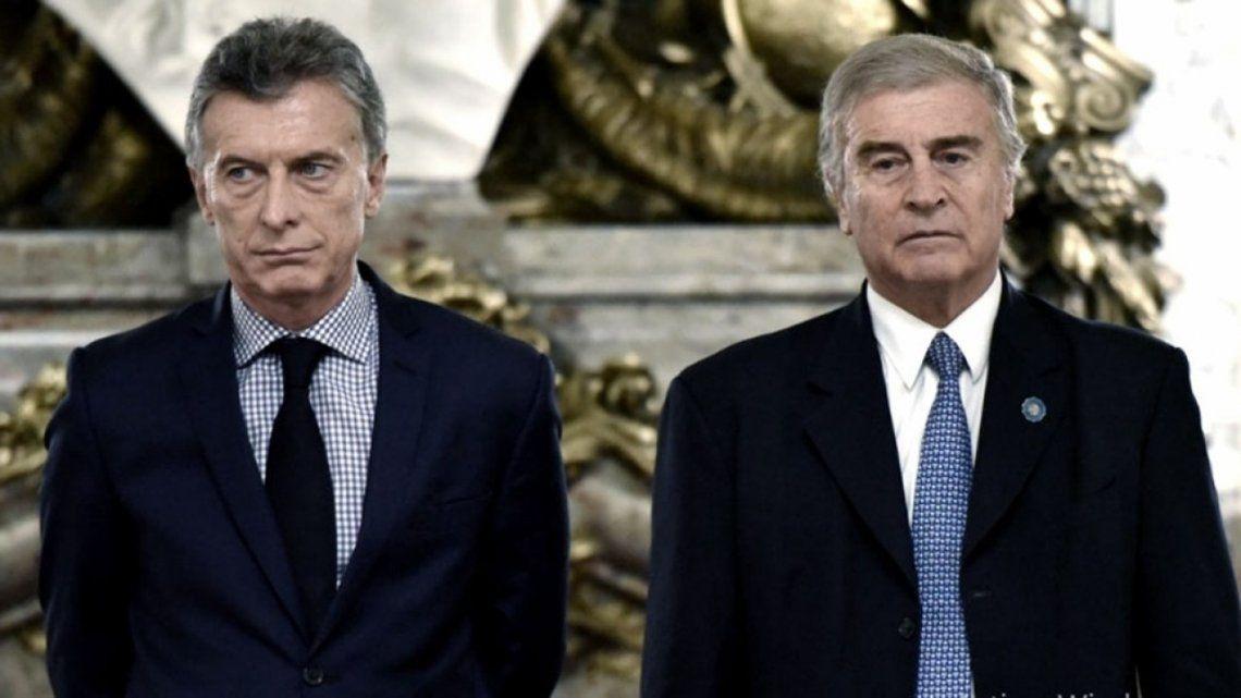 ARA San Juan - El expresidente Mauricio Macri y su ministro de Defensa