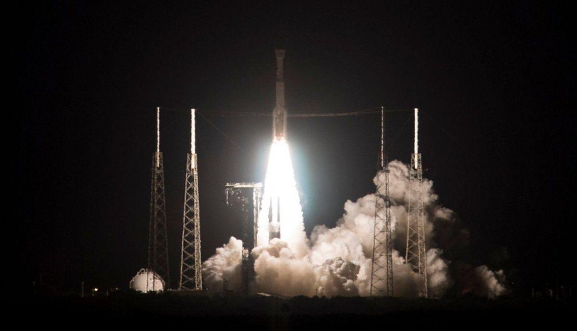 La NASA y SpaceX lanzaron hoy la primera misión tripulada a la Estación Espacial Internacional