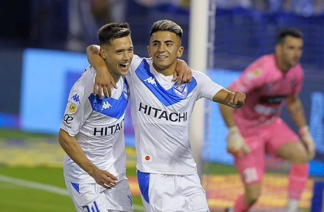 Vélez festeja su gol.