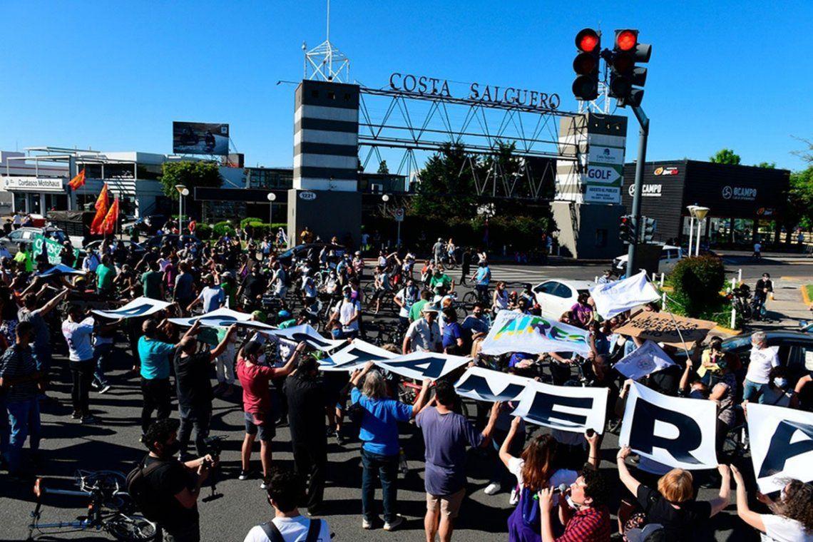 En el último tiempo se realizaron varias caravanas para manifestar su oposición a la venta de terrenos en Costa Salguero