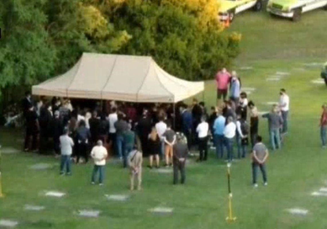 Maradona fue enterrado en una ceremonia íntima