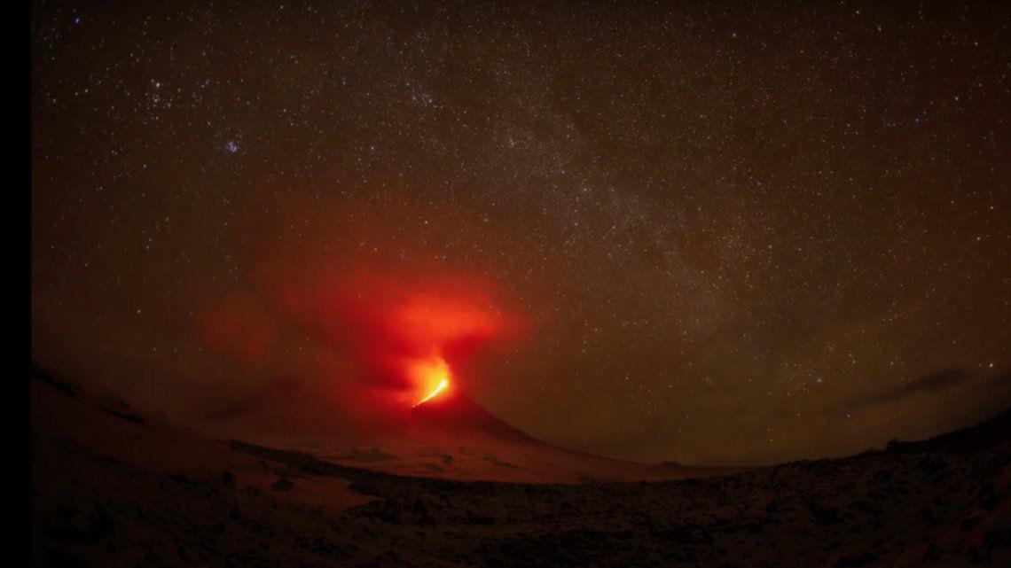 El Kliuchevskoi es un volcán de 4.750 metros de altitud y está ubicado en la península de Kamchatka