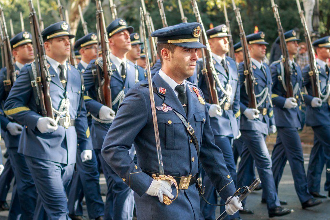 España: General retirado propone fusilar 26 millones de hijos de p....