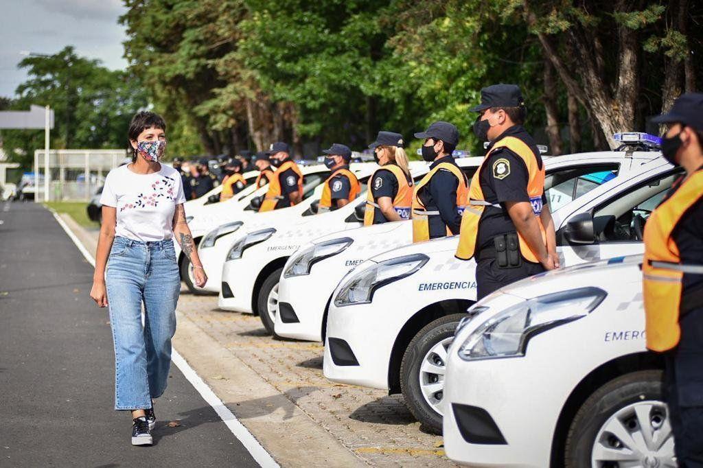 Mayra Mendoza entregó patrulleros a la Policía Bonaerense