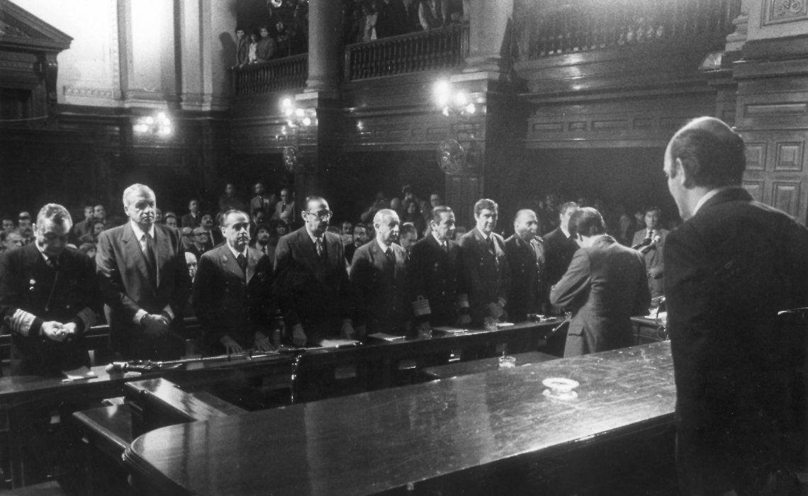 Histórico momento: la sentencia a las Juntas Militares el 9 de diciembre de 1985.