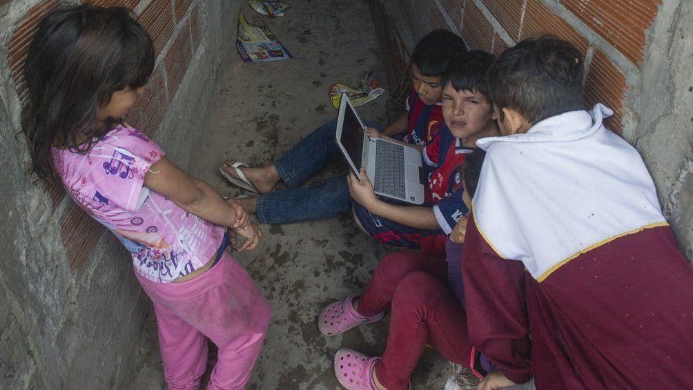 Internet: capacitarán a organizaciones sociales para procurar su acceso en barrios populares.