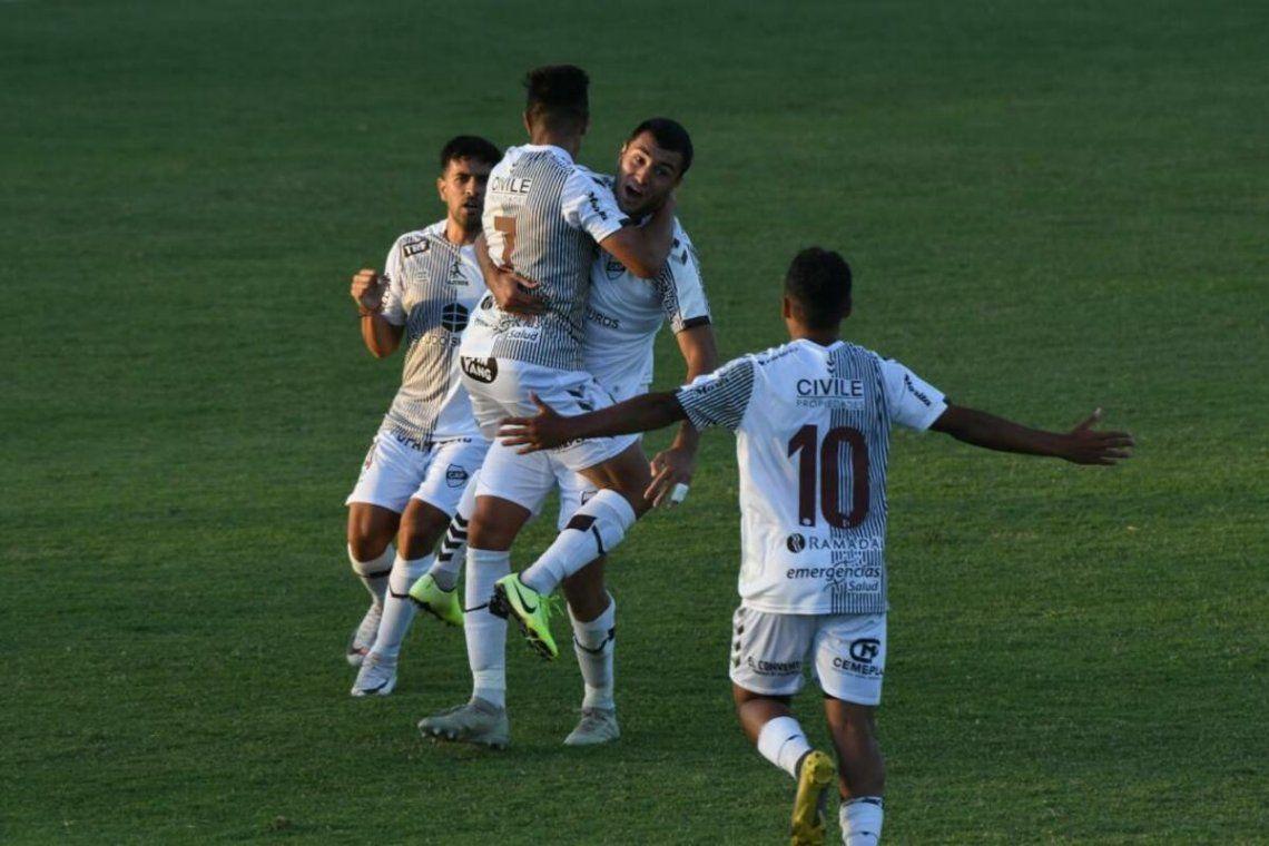Platense empató 1-1 con Estudiantes (RC) y lidera la Zona Campeonato A.