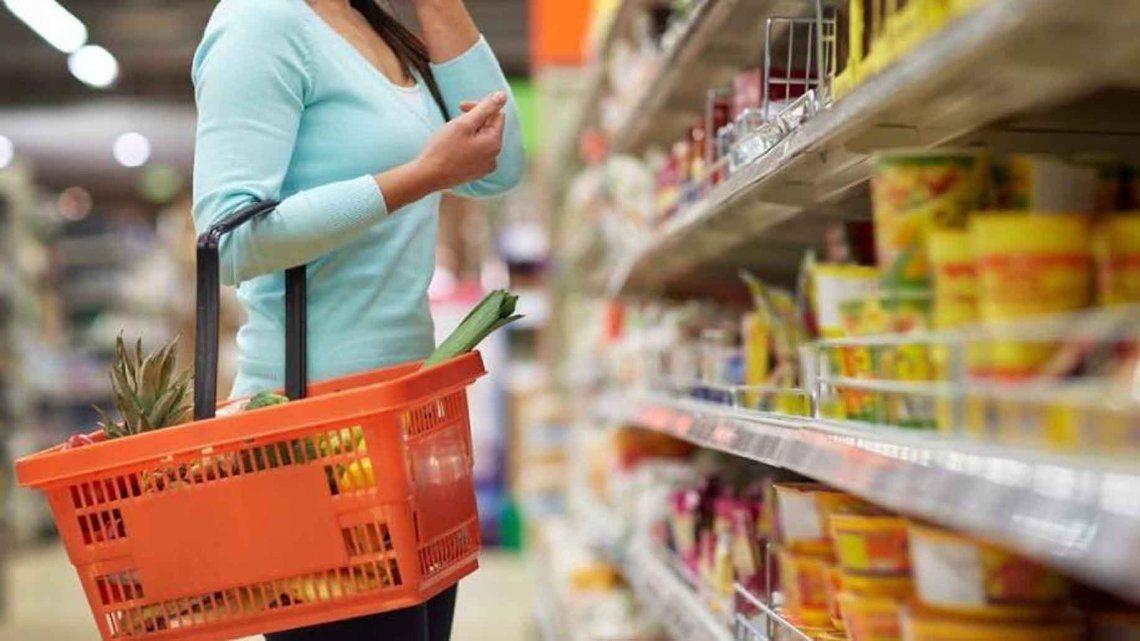 El Gobierno negocia con cámaras y empresas con el objetivo de intentar contener la inflación.