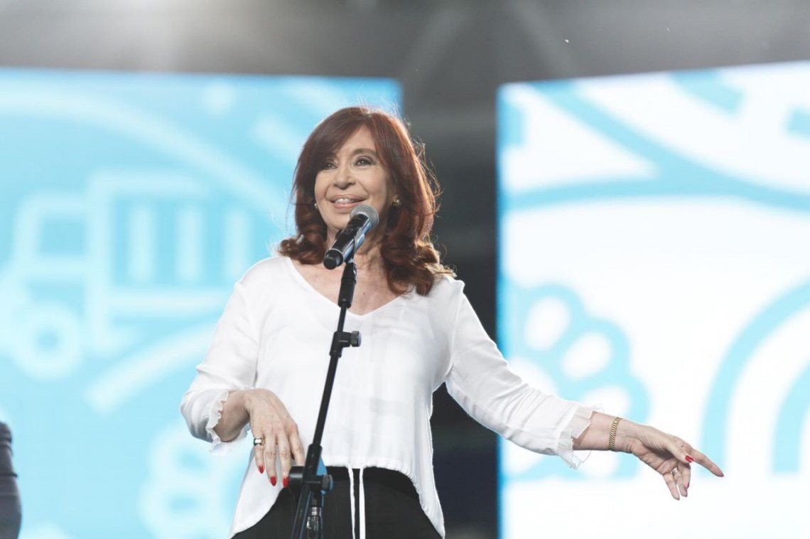 Cristina Kirchner llamó a la población a seguir cuidándose.