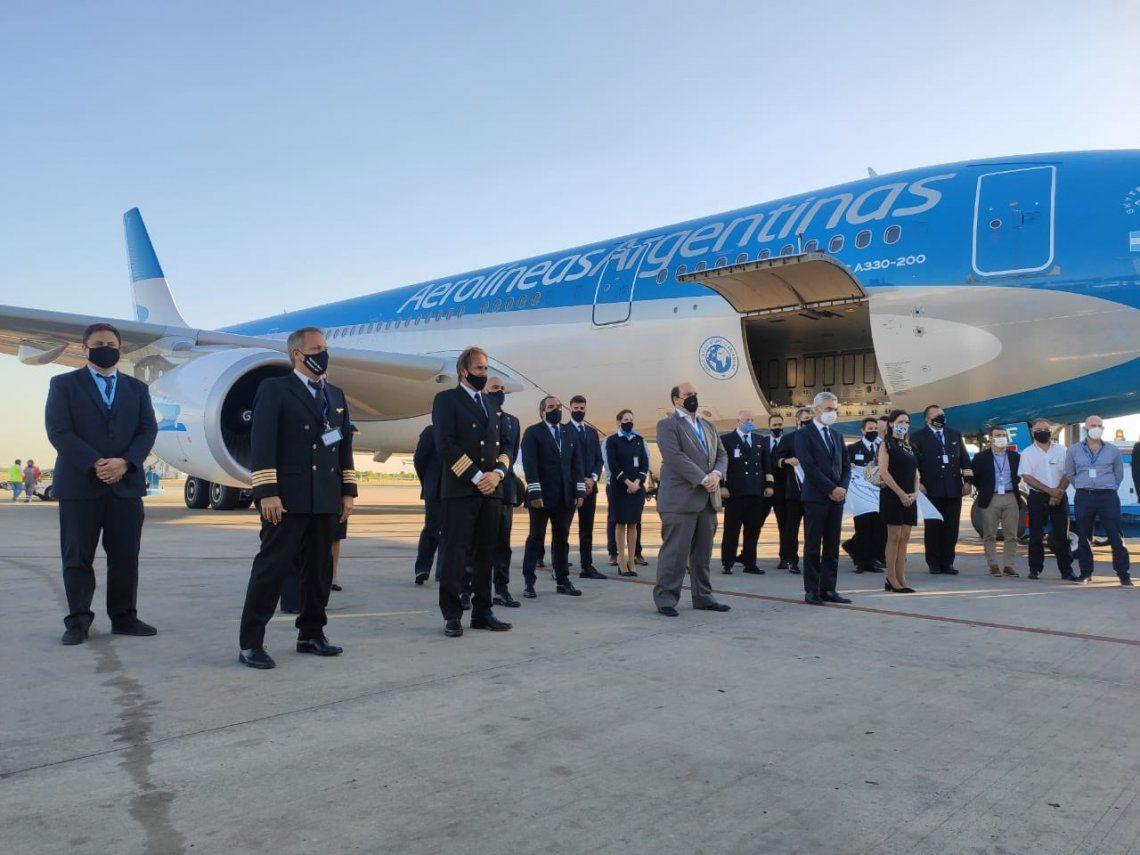 La tripulación de Aerolínea Argentinas que traera la vacuna que combate el coronavirus