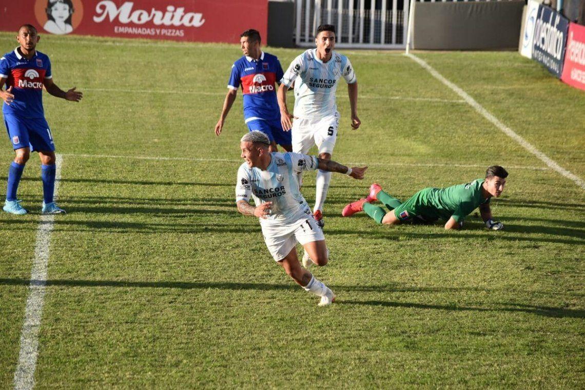 Atlético de Rafaela se ilusiona con jugar la final por el primer ascenso.