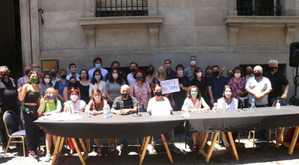 La conferencia de prensa tuvo lugar este mediodía en las puertas de la Legislatura de la Ciudad