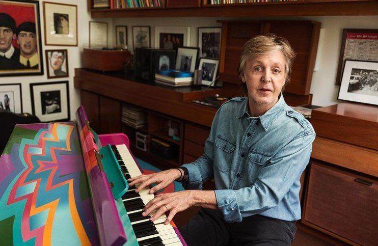Paul McCartney compartió una imagen en su piano mágico dentro de su estudio.