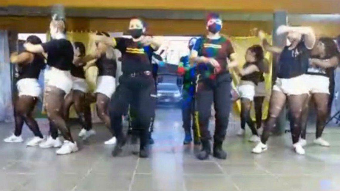 Polémico video de un baile de agentes e internas en un penal | Video, SPB,  La Plata