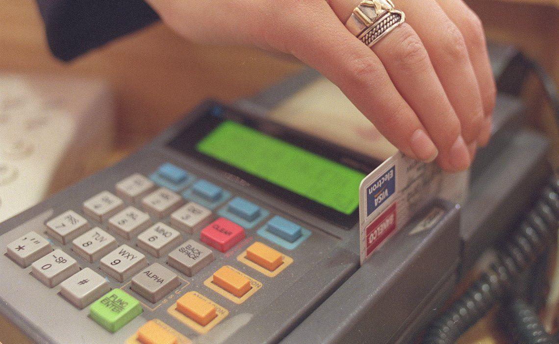 Compras con tarjeta de débito.