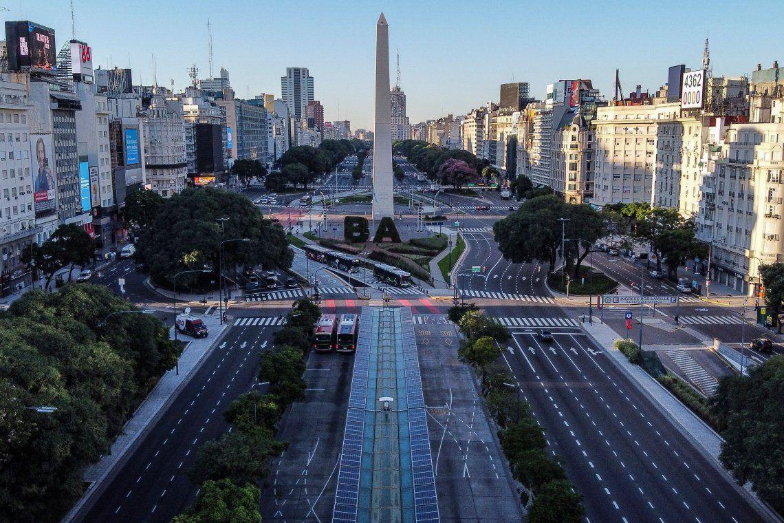 Vista aérea de la avenida 9 de julio en Buenos Aires durante la cuarentena