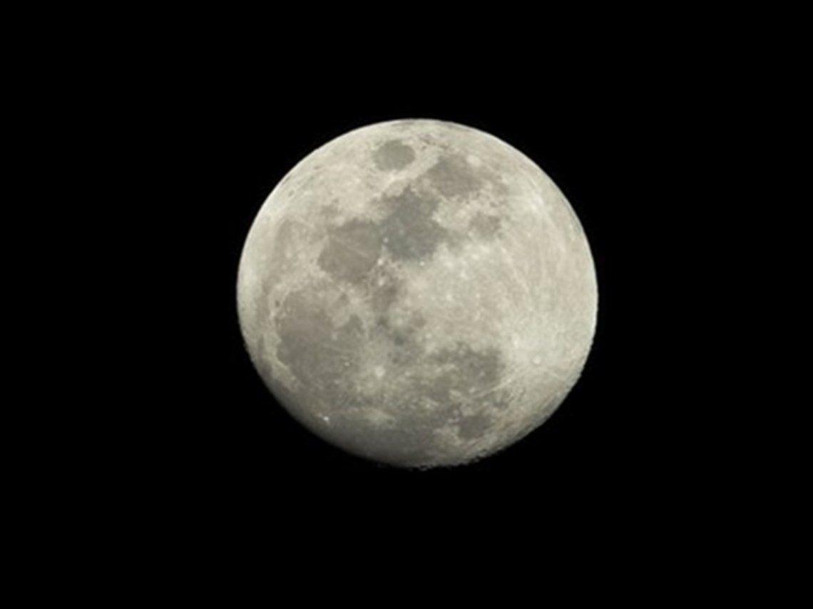 Video: así se tambalea la Luna durante cada órbita