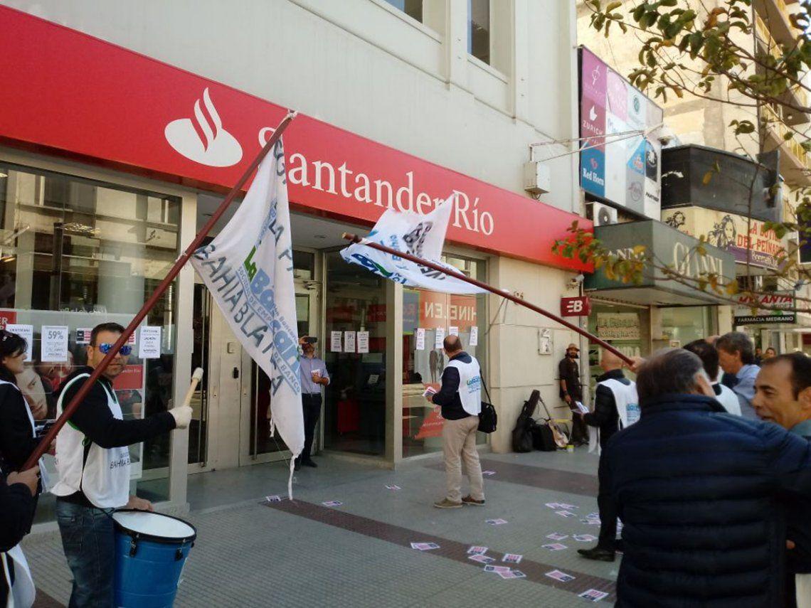 Bancarios: Protestas jueves y viernes en el Santander y el BBVA
