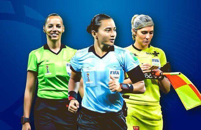 La árbitra Edina Alves (Bra) junto con las asistentes Neusa Back (Bra) y Mariana de Almeida (Arg).