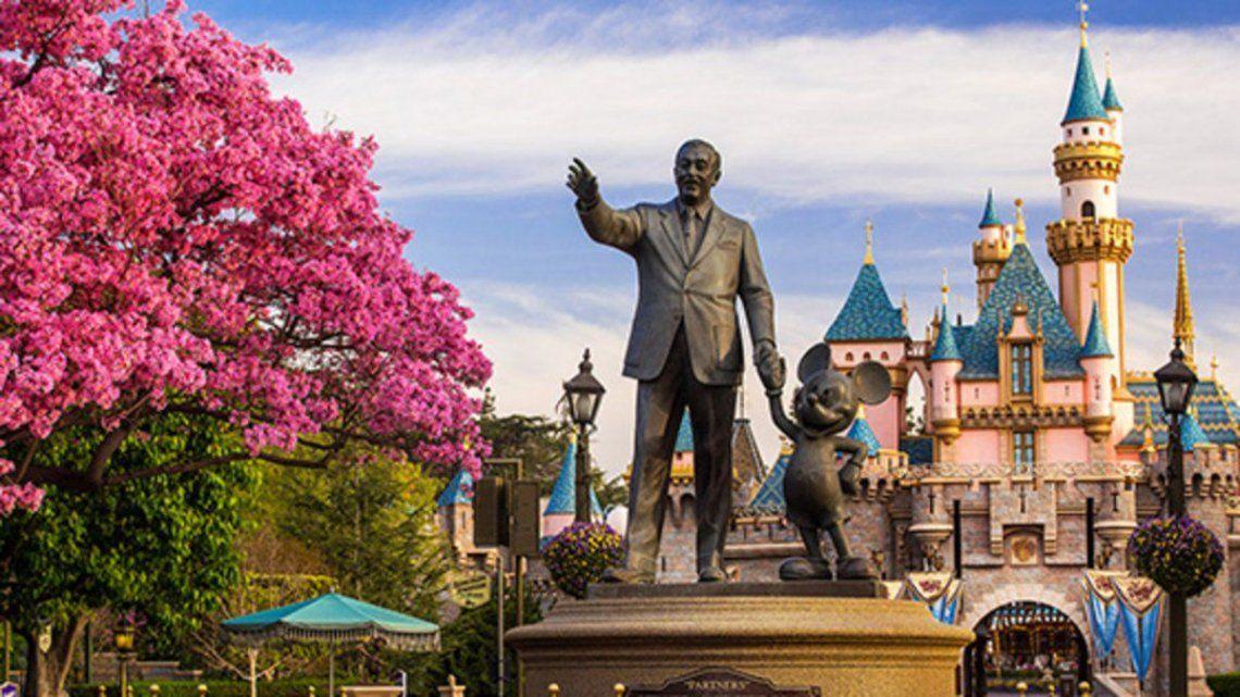Disneylandia se convertirá en un gran centro de vacunación