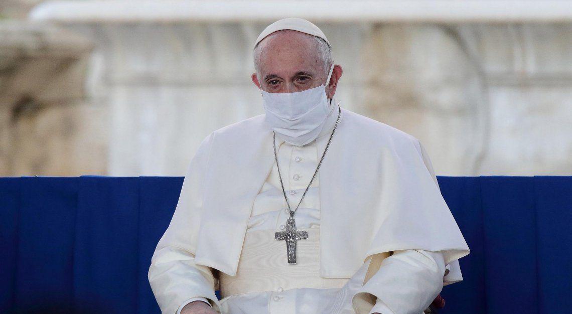 El Papa Francisco recibió la primera dosis de Pfizer
