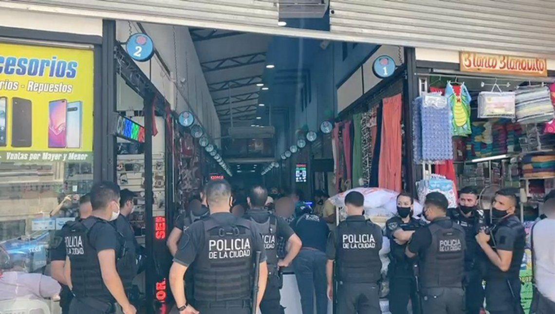 El operativo tuvo lugar en la galería Sarmiento II