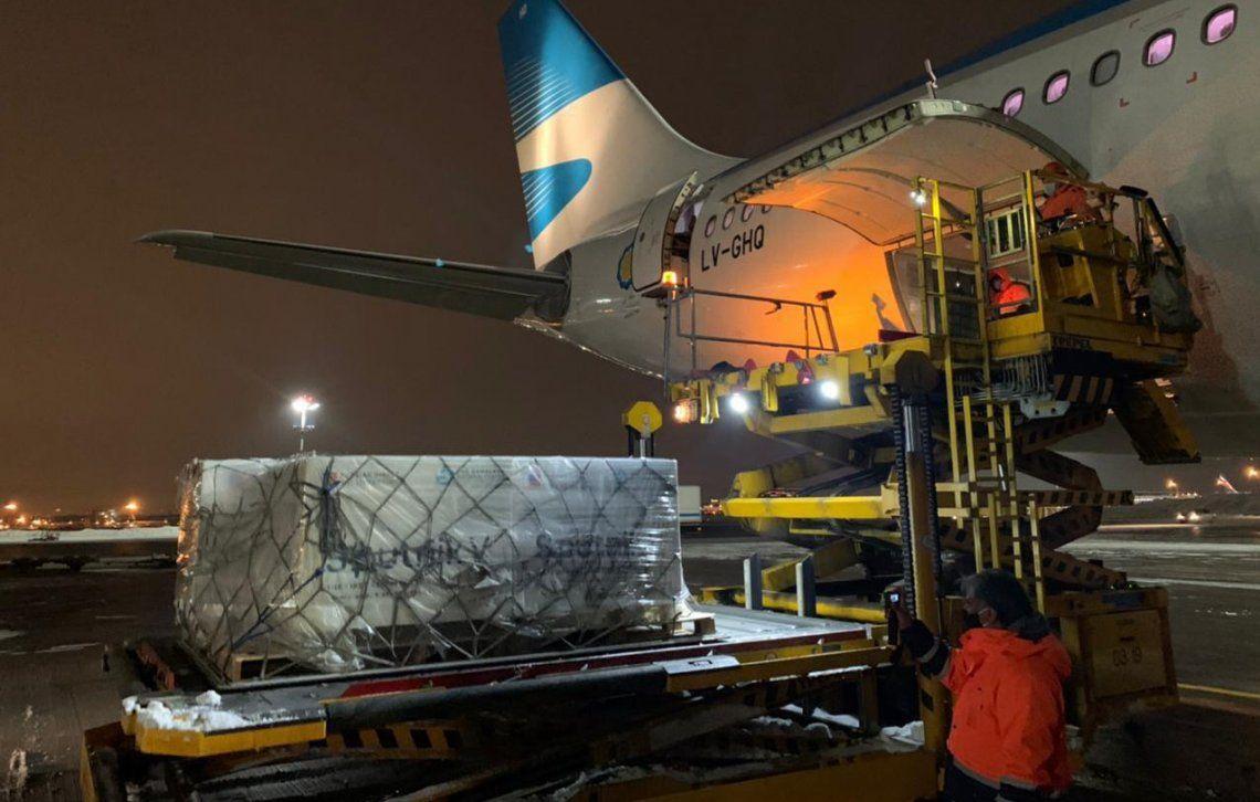Coronavirus: LLegó el avión con la segunda tanda de vacunas rusas