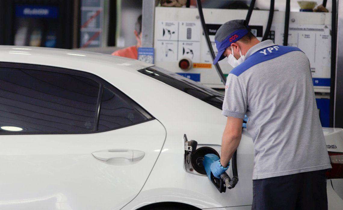 La petrolera YPF aplicó ayer un ajuste del 3