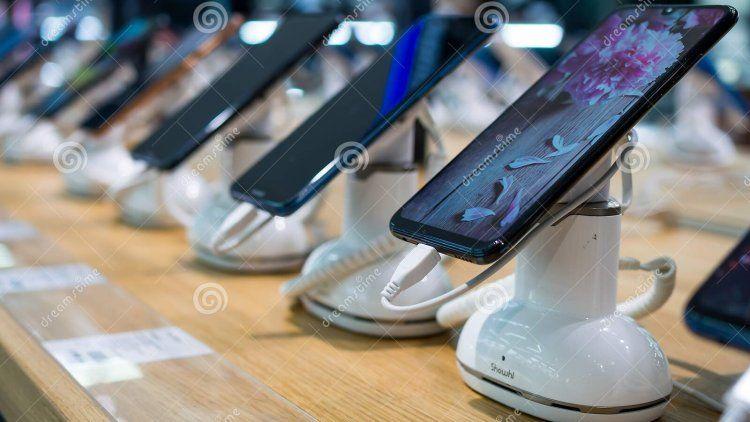 Los celulares robados se exhiben en las vidrieras de comercios deshonestos