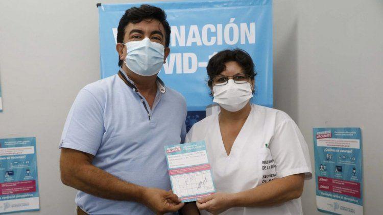 La Matanza: Fernando Espinoza se aplicó la vacuna contra el coronavirus