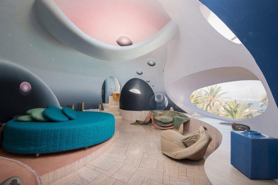 Sus formas curvas se extienden en la decoración en los muebles.