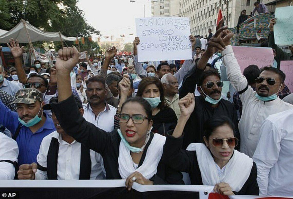Marcha en Pakistán por los abusos a menores
