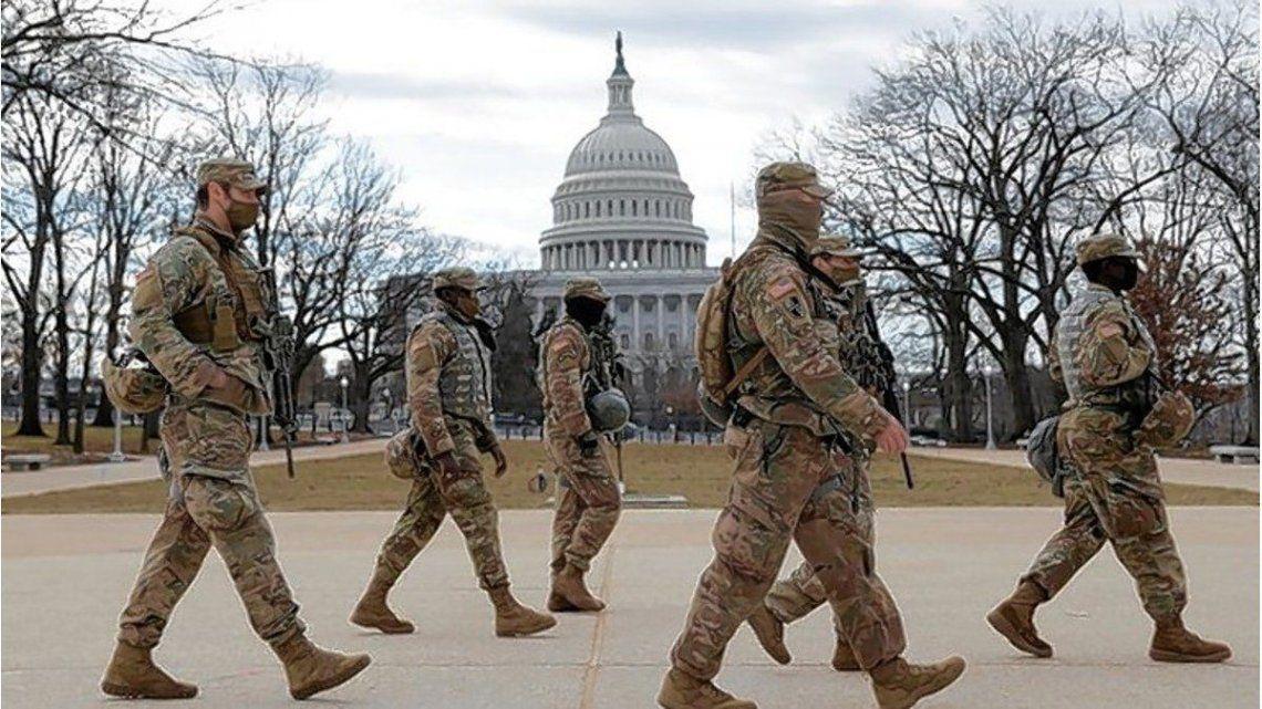 El Capitolio rodeado por tropas de infantería ante las amenazas de los ultraderechistas.