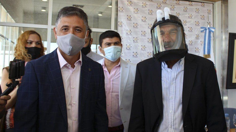 El funcionamiento de la máscara fue constatado por el ministro de Ciencia