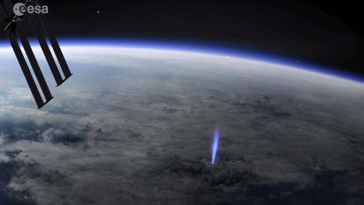 La Estación Espacial Internacional detectó chorros azules de las nubes hacia el espacio: ¿qué son?