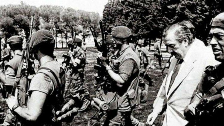 Copamiento de La Tablada: Alfonsín ingresa al regimiento recuperado (Enero 1989)