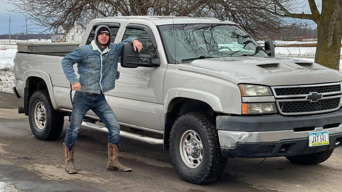 El youtuber estadounidense WhistlinDiesel salvó su vida de milagro luego de que una bala lo impactara en la frente.