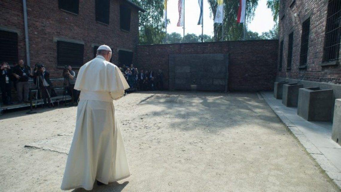 EL Papa Francisco en su visita al campo de concentración de Auschwitz
