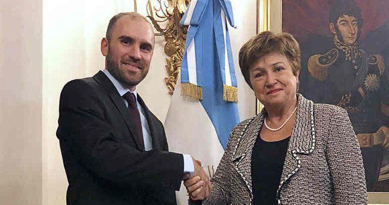 Guzmán negocia un nuevo acuerdo con el FMI para refinanciar vencimientos de capital por 44.000 millones de dólares.