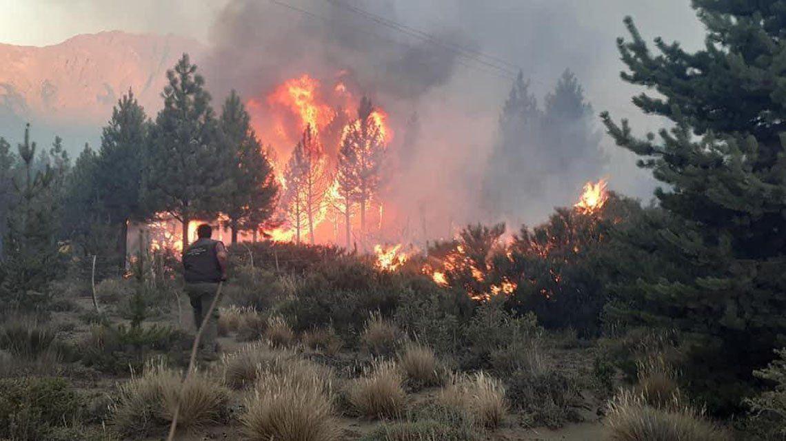 El Bolsón: Allanan casa del sospechoso de iniciar el incendio.