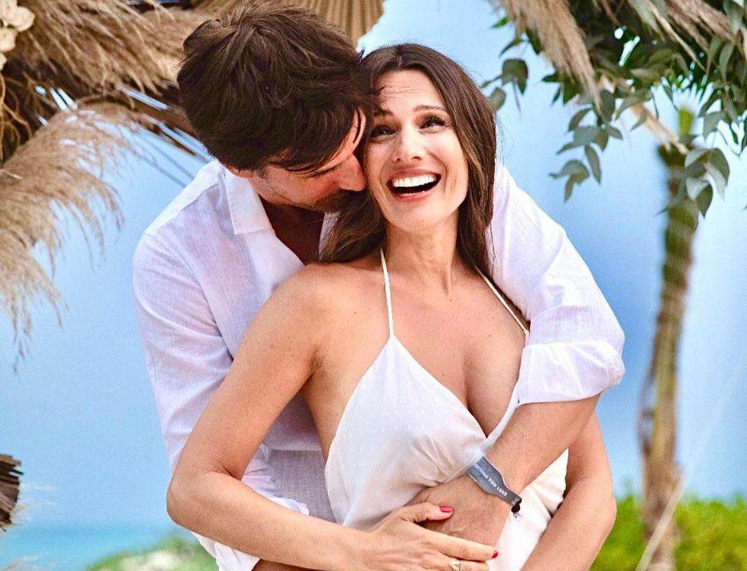 Pampita y su marido anunciaron el embarazo en México. Ahora tienen Covid.