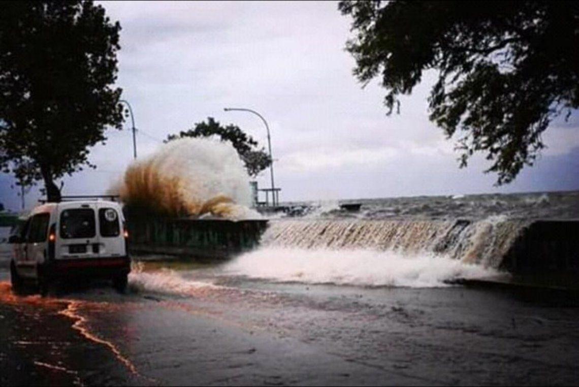 Evacuación en Punta Lara por la crecida del Río de la Plata.