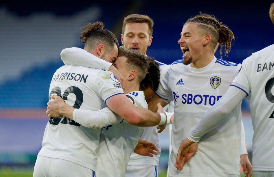 Leeds sorprendió a Leicester de visitante.