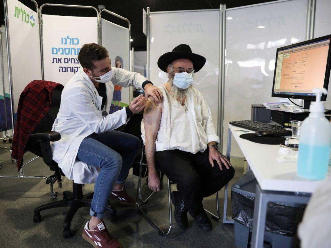 Israel informó que entregará 5.000 dosis de vacunas contra el coronavirus a la Autoridad Nacional Palestina.
