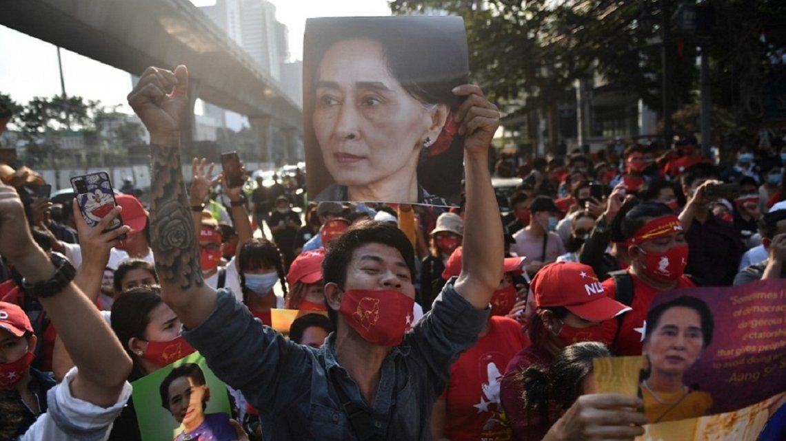 Las movilizaciones empiezan a crecer en Birmania tras el Golpe de Estado